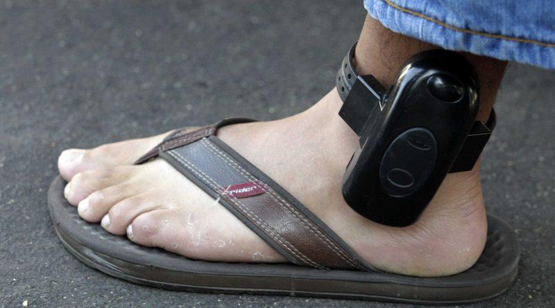 parolee-gps-tracking-anklet.jpg